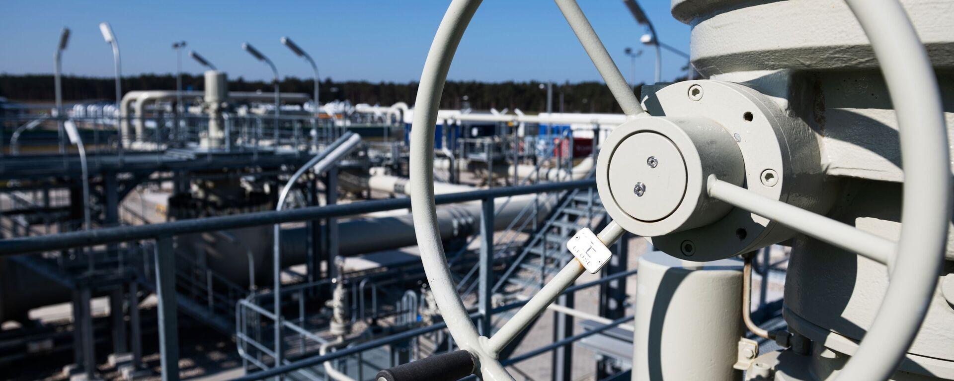 Pobřežní objekty na území plynárenského rozdělovacího centra plynovodu Nord Stream 2 v německém městě Lubmin. - Sputnik Česká republika, 1920, 25.09.2021