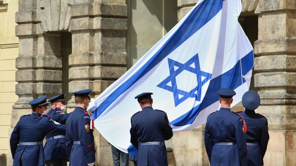 По решению Президента Республики Милоша Земана во дворе Пражского Града был вывешен флаг Государства Израиль - Sputnik Česká republika