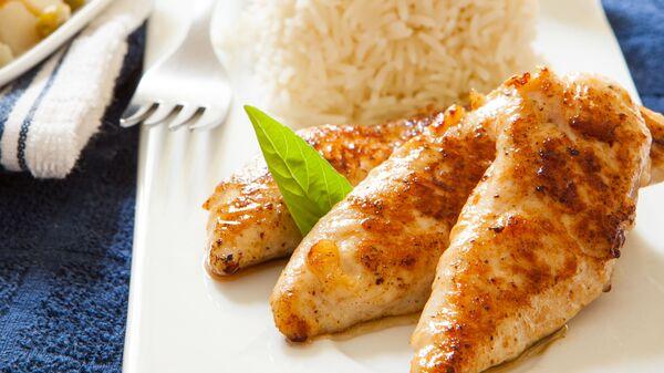 Жареная куриная грудка с рисом - Sputnik Česká republika