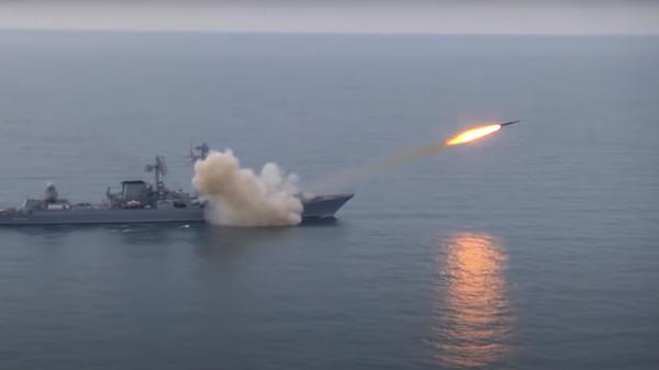 Raketový křižník Moskva odpaluje protiletadlovou raketou Vulkan - Sputnik Česká republika