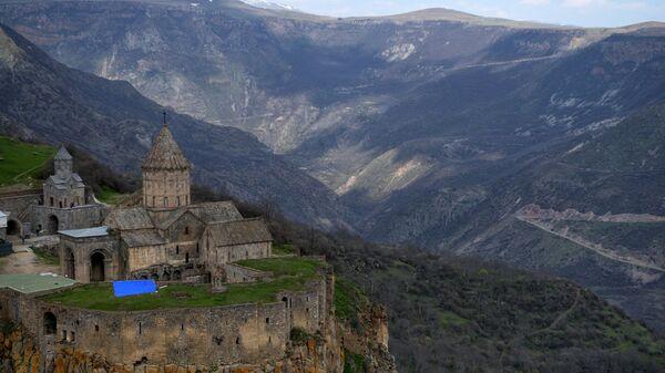 Татевский монастырь в Сюникской области Армении - Sputnik Česká republika