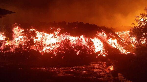 Лава во время извержения вулкана Ньирагонго в Конго  - Sputnik Česká republika