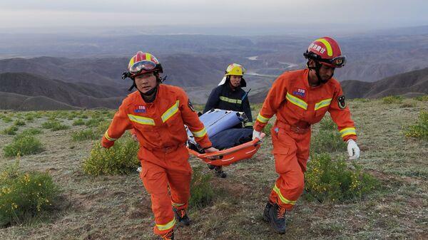 Китайские спасатели на месте проведения ультрамарафона в провинции Ганьсу - Sputnik Česká republika