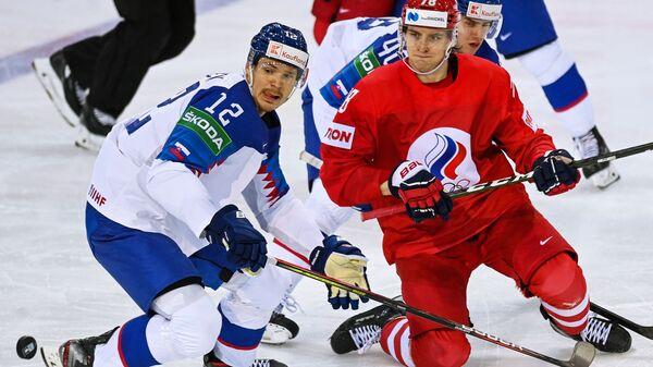 Милош Келемен (Словакия) и Максим Шалунов (Россия) в матче группового этапа чемпионата мира по хоккею 2021 между сборными командами Словакии и России - Sputnik Česká republika