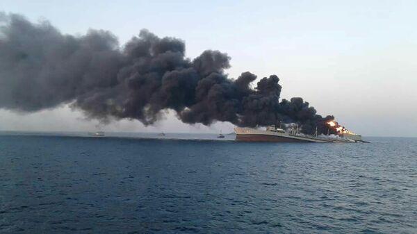 Горящий корабль ВМС Ирана - Sputnik Česká republika