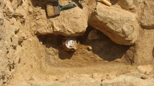 Керамический сосуд возрастом 2300 лет, найденный в Афинах, Греция - Sputnik Česká republika