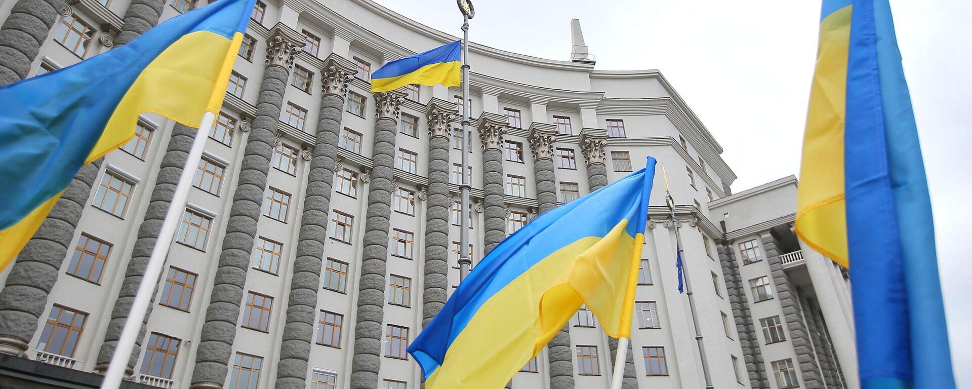 Ukrajinské vlajky u vládní budovy v Kyjevě - Sputnik Česká republika, 1920, 29.09.2021