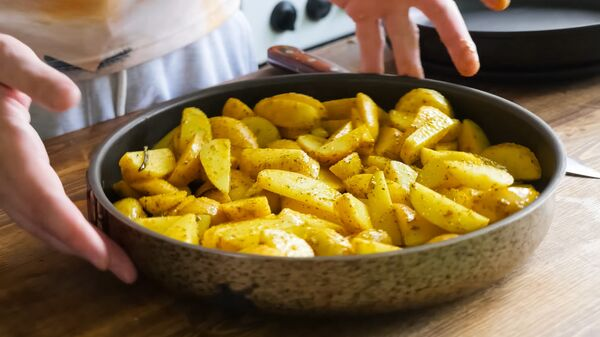 Жареный картофель со специями - Sputnik Česká republika