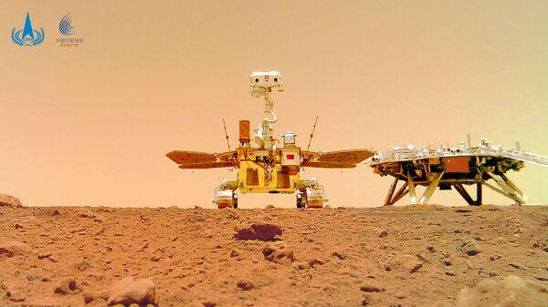 Китайский марсоход Zhurong и посадочный модуль миссии Tianwen-1, снятые на поверхности Марса - Sputnik Česká republika