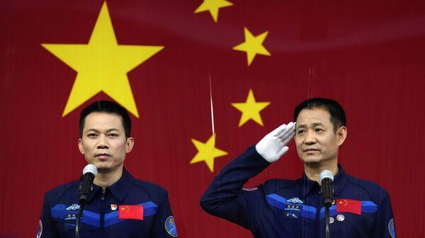Čínští astronauti na tiskové konferenci před letem do vesmíru - Sputnik Česká republika