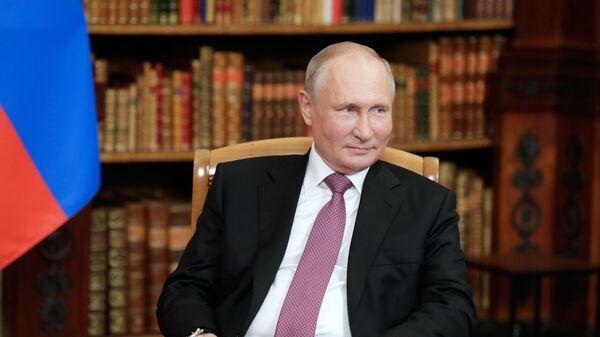 Президент РФ Владимир Путин во время встречи с президентом США Джо Байденом в Женеве на вилле Ла Гранж - Sputnik Česká republika