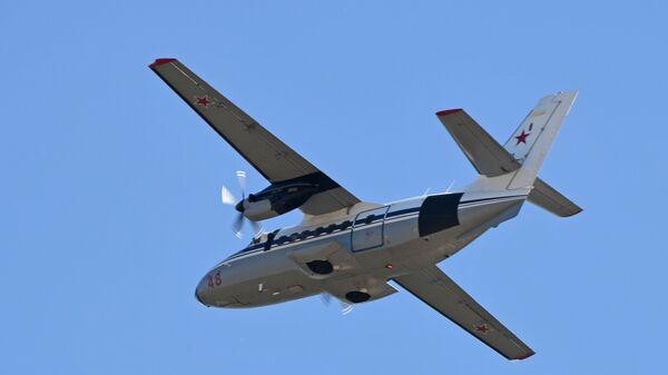 Универсальный двухмоторный самолет для местных воздушных линий Л-410 - Sputnik Česká republika