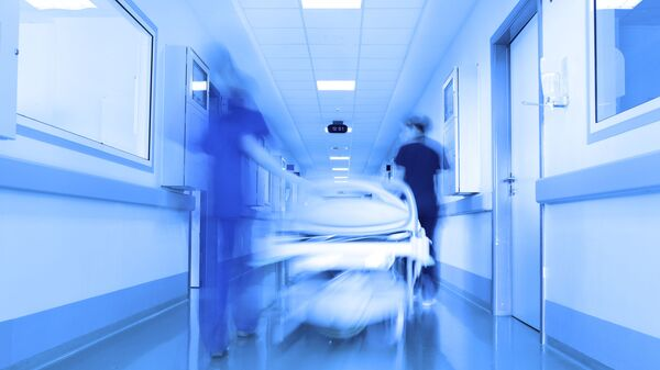 Пациент в коридоре больницы  - Sputnik Česká republika