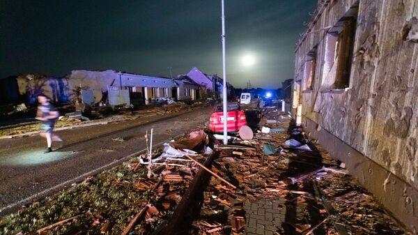 Поврежденные в результате торнадо здания в деревне Хруски, Южная Моравия, Чехия - Sputnik Česká republika