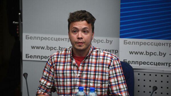 Белорусский активист Роман Протасевич на в пресс-конференции в Минске - Sputnik Česká republika