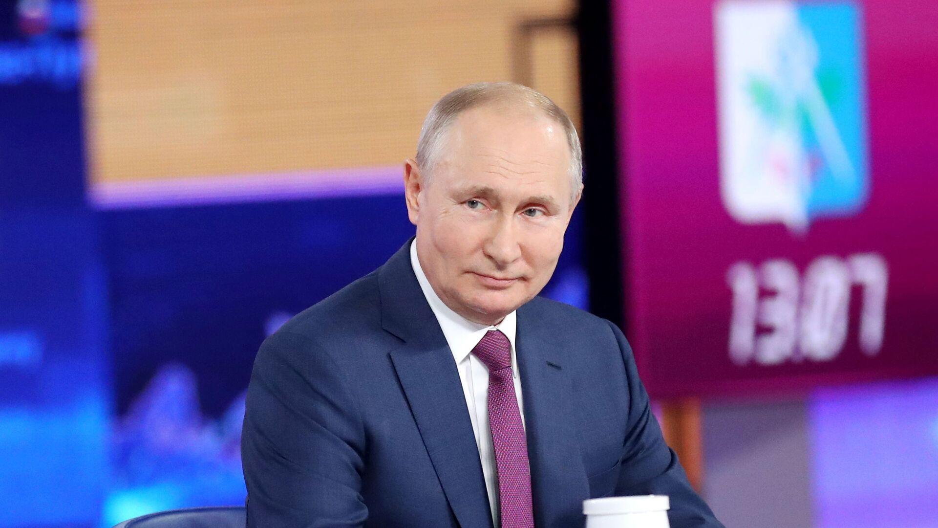 Vladimir Putin odpovídá na otázky občanů - Sputnik Česká republika, 1920, 11.10.2021