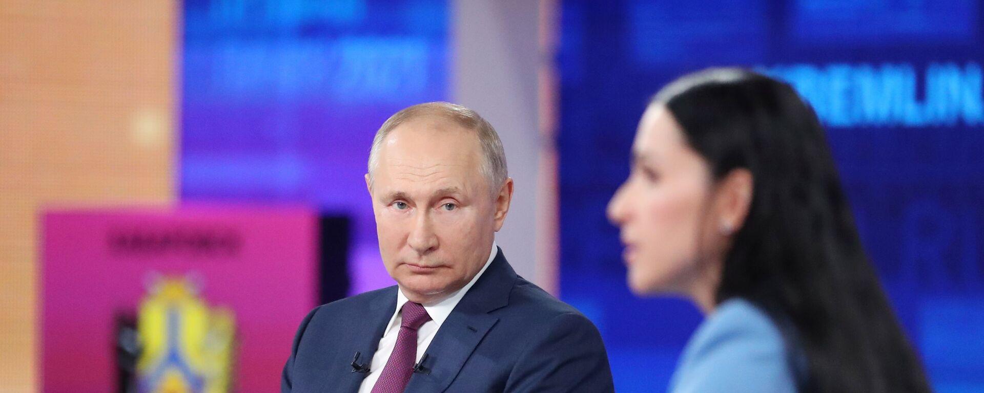 Vladimir Putin nadále odpovídá na dotazy občanů - Sputnik Česká republika, 1920, 30.06.2021