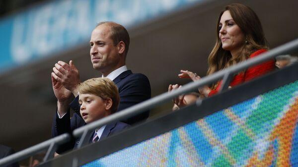 Принц Уильям, герцогиня Кембриджская Кэтрин и принц Джордж на матче Англия-Германия чемпионата ЕВРО-2020 - Sputnik Česká republika