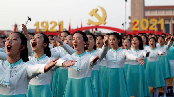 Účastníci slavnostní přehlídky u příležitosti 100. výročí Čínské komunistické strany v Pekingu - Sputnik Česká republika