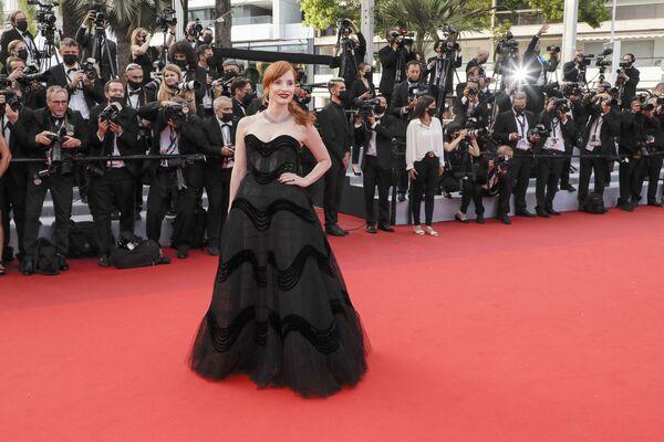Zazářila i americká herečka Jessica Chastainová v černých šatech od Dior. - Sputnik Česká republika