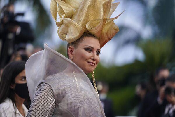 A tady máme extravagantní herečku Elenu Leninovou.  - Sputnik Česká republika
