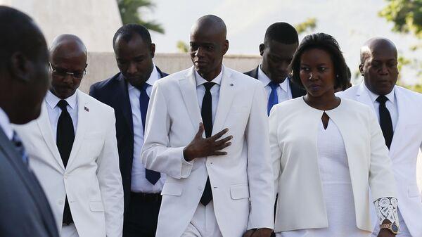 Президент Жовенель Мойз идет со своей женой Мартиной в Порт-о-Пренсе - Sputnik Česká republika