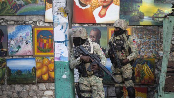 Солдаты патрулируют Петион Вилль, район, где жил покойный президент Гаити Жовенель Мойз, в Порт-о-Пренсе, Гаити - Sputnik Česká republika