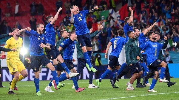 Игроки итальянской сборной после выхода в финал Евро-2020  - Sputnik Česká republika