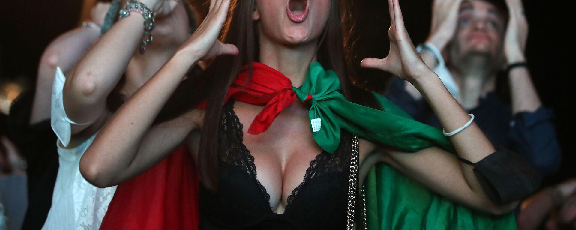 Итальянская болельщица во время просмотра финала Евро-2020 - Sputnik Česká republika, 1920, 12.07.2021