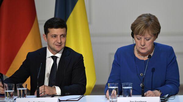 Президент Украины Владимир Зеленский и федеральный канцлер Германии Ангела Меркель на пресс-конференции в Елисейском дворце - Sputnik Česká republika