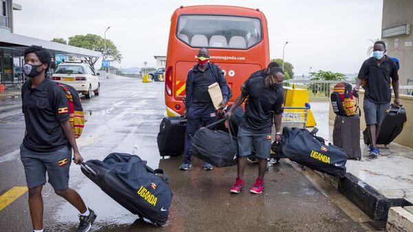 Ugandský olympijský boxerský tým na mezinárodním letišti Entebbe před odletem do Tokia - Sputnik Česká republika