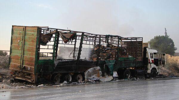 Обстрелянный грузовик с гуманитарной помощью в Сирии.Архивное фото - Sputnik Česká republika