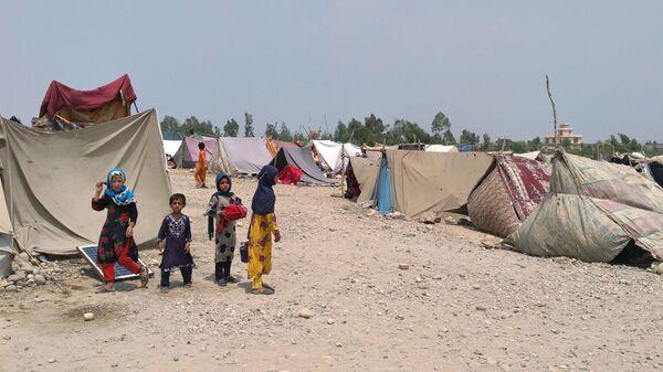 Сотни семей из-за военных действий были вынуждены покинуть свои дома в афганской провинции Лагман  - Sputnik Česká republika