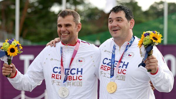 Чешские стрелки Давид Костелецкий и Иржи Липтак выиграли золото и серебро в трапе на Олимпиаде 2020 в Токио - Sputnik Česká republika