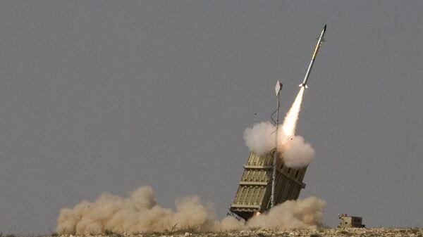 Запуск ракеты израильской системы ПРО Железный купол - Sputnik Česká republika