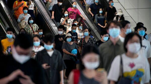 Lidé v šanghajském metru - Sputnik Česká republika