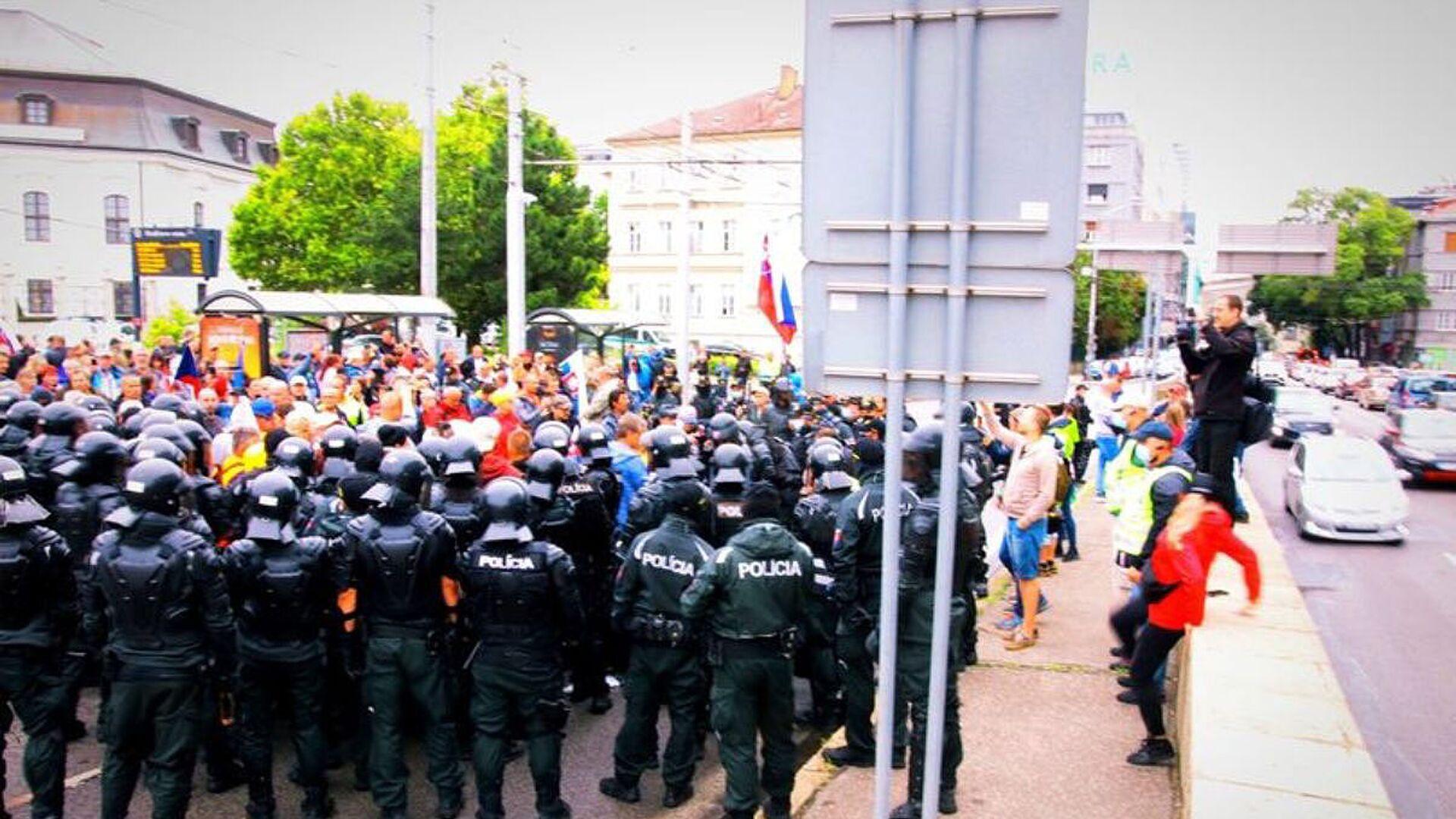 Protesty v Bratislavě proti očkování (5. 8. 2021) - Sputnik Česká republika, 1920, 02.09.2021