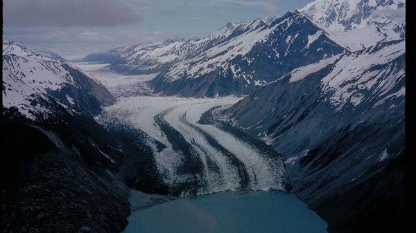 Ледник в парке Глейшер-Бей на Аляске - Sputnik Česká republika