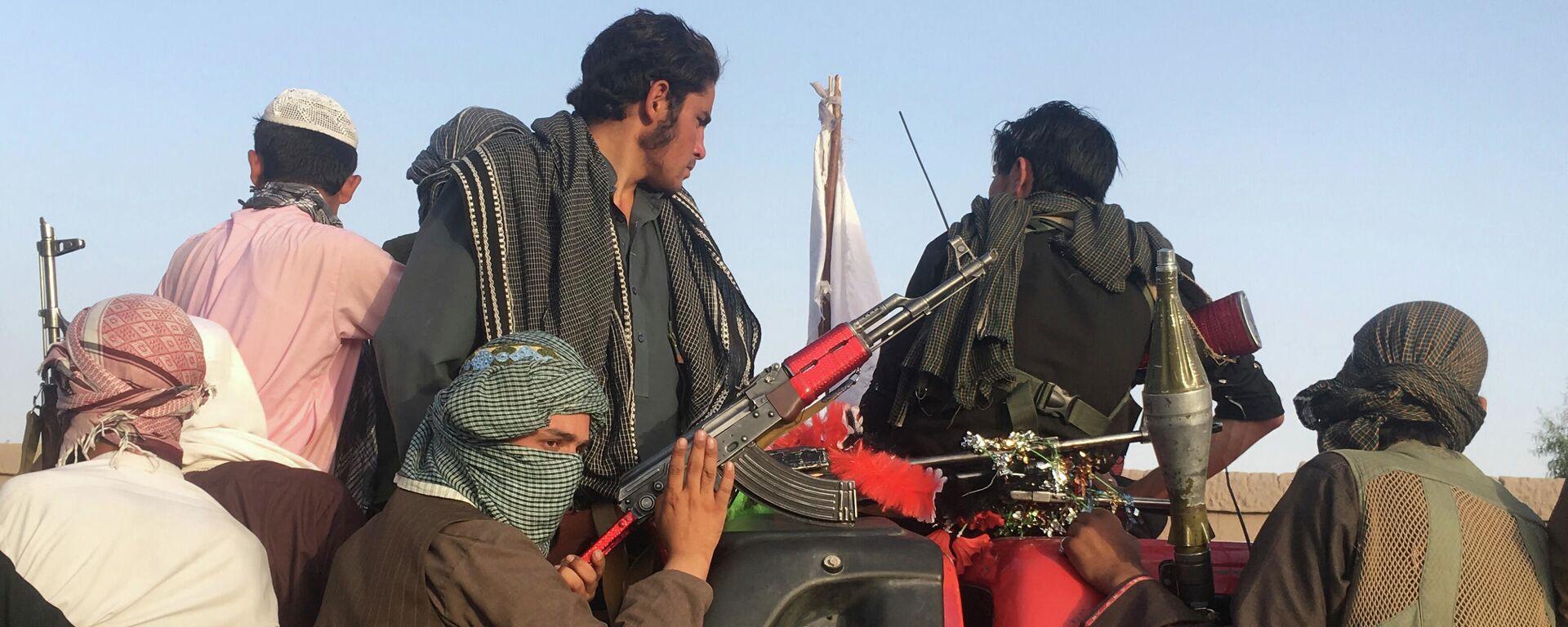 Bojovníci radikálního hnutí Tálibán* v Afghánistánu - Sputnik Česká republika, 1920, 02.09.2021