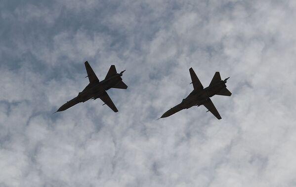 Taktické bombardéry Su-24 během cvičení INDRA 2021. - Sputnik Česká republika