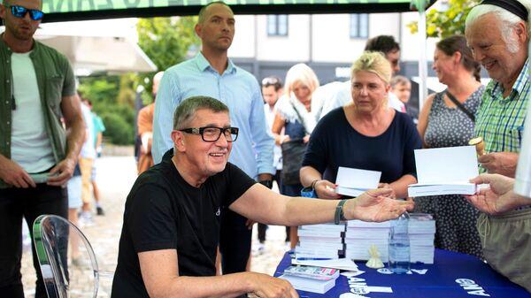 Премьер Чехии Андрей Бабиш во время презентации своей новой книги - Sputnik Česká republika