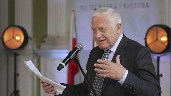 Бывший президент Чехии Вацлав Клаус выступает на конференции в Варшаве - Sputnik Česká republika