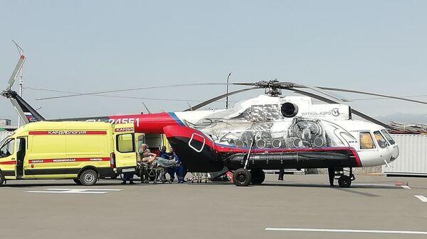 Вертолет с выжившими пассажирами Ми-8 в Петропавловск-Камчатском  - Sputnik Česká republika