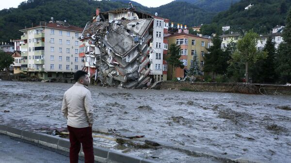 Паводковые воды в городе Бозкурт в провинции Кастамону в Турции  - Sputnik Česká republika