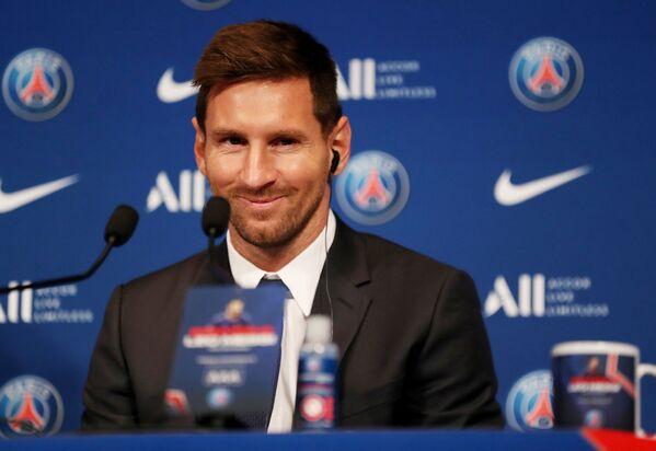 Lionel Messi na tiskové konferenci po uzavření smlouvy s PSG. - Sputnik Česká republika