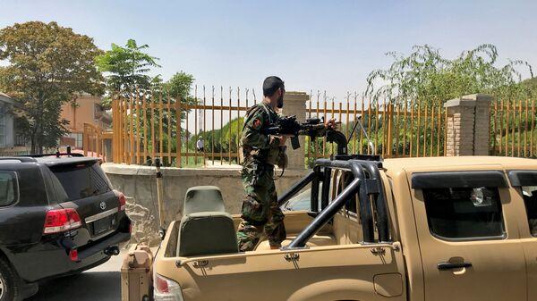 Афганский солдат на улице Кабула  - Sputnik Česká republika