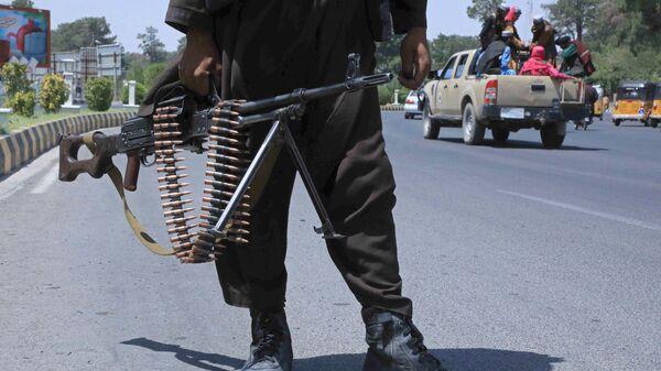 Боевик Талибана* на улице в афганском городе Герат - Sputnik Česká republika