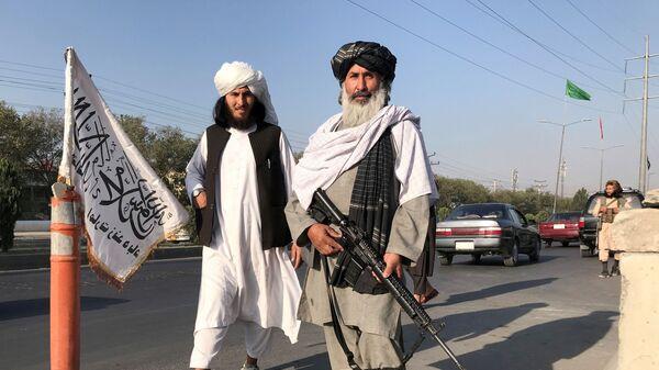 Боевик Талибана* с американской винтовкой M16 в Кабуле - Sputnik Česká republika