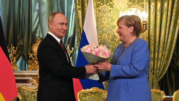 Президент РФ Владимир Путин и федеральный канцлер Германии Ангела Меркель во время встречи - Sputnik Česká republika