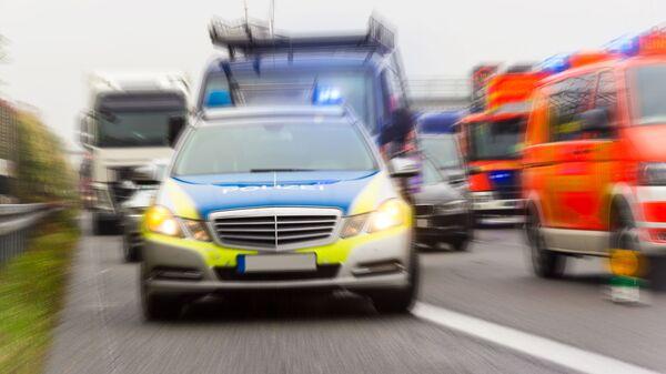 Автомобили скорой помощи и полиции на автостраде в Германии - Sputnik Česká republika